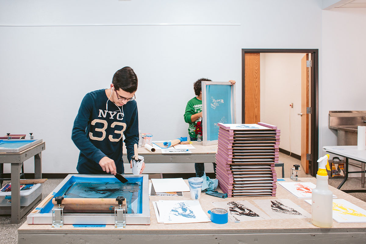 Student does screen printing in class